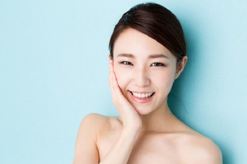https: img.okezone.com content 2020 10 15 611 2294374 mau-kulit-glowing-coba-pakai-6-skincare-ala-korea-ini-yuk-SXR9YFYp5D.jpg