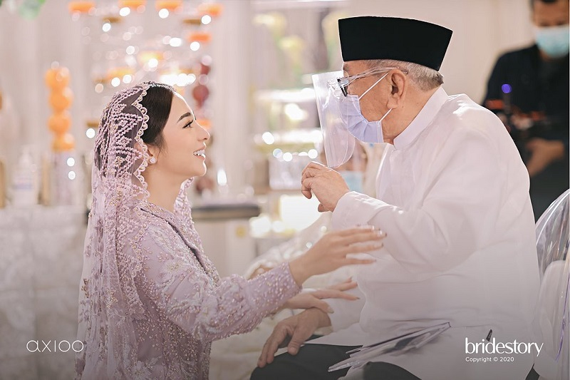 https: img.okezone.com content 2020 10 15 612 2294054 7-momen-haru-pengajian-nikita-willy-jelang-pernikahan-a8i5zpc2a8.jpg
