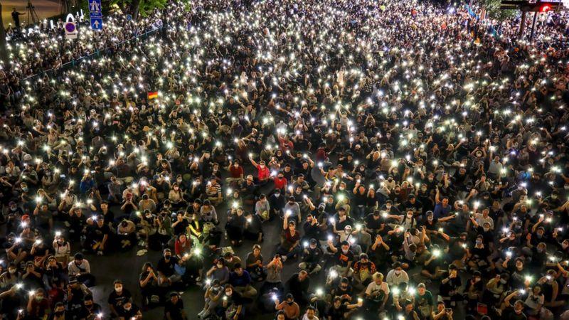 https: img.okezone.com content 2020 10 16 18 2294567 tantang-pemerintah-puluhan-ribu-orang-ikuti-demonstrasi-di-bangkok-NFjvVVYwjG.jpg
