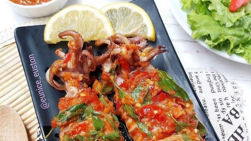 https: img.okezone.com content 2020 10 16 298 2294987 yuk-masak-cumi-sambal-kemangi-rasanya-bikin-nagih-5IH2XFDUOT.jpg