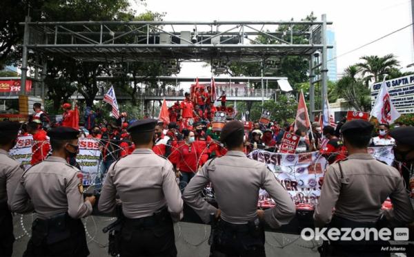 https: img.okezone.com content 2020 10 16 338 2294525 8-ribu-personel-gabungan-amankan-demo-bem-seluruh-indonesia-Z3K4qwP02X.jpg