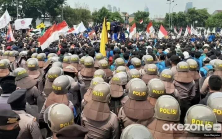 https: img.okezone.com content 2020 10 16 338 2294617 demo-bem-seluruh-indonesia-polisi-jaga-ketat-pusat-perbelanjaan-fd1QR4GIXD.jpg