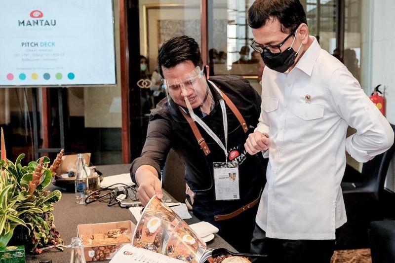 https: img.okezone.com content 2020 10 16 406 2294848 ini-3-food-startup-terbaik-indonesia-yang-diumumkan-kemenparekraf-i1QdHzfz4R.jpg