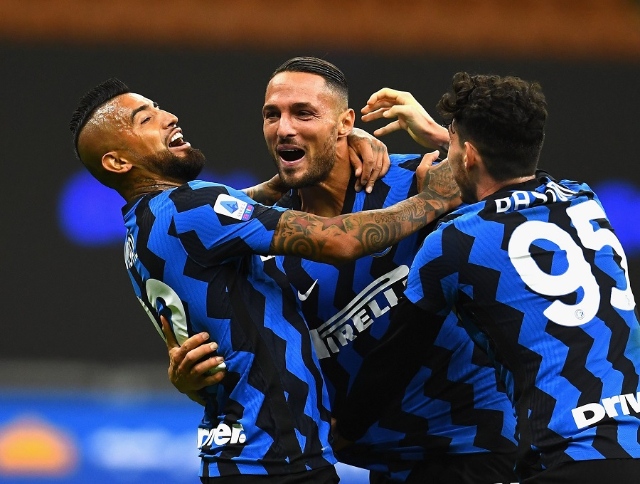 https: img.okezone.com content 2020 10 16 47 2294423 bukan-juventus-yang-akan-juara-liga-italia-musim-ini-melainkan-inter-milan-rCN8i90Z2J.jpg