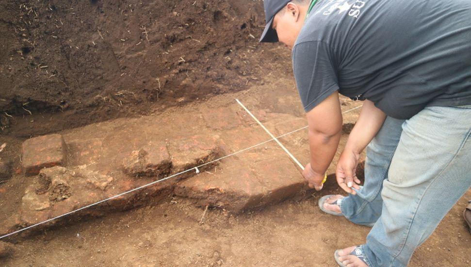 https: img.okezone.com content 2020 10 16 519 2294797 situs-kuno-ditemukan-di-malang-diduga-permukiman-kuno-era-kerajaan-singosari-T3PuVc1ufq.jpg