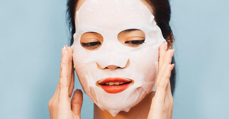 https: img.okezone.com content 2020 10 16 611 2294822 bolehkah-sheet-mask-dipakai-setiap-hari-ini-kata-dermatologis-6RUfF3aUL3.jpg
