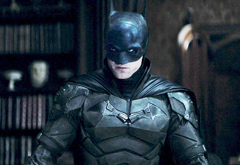https: img.okezone.com content 2020 10 17 206 2295251 terlihat-orang-berkostum-superman-di-film-the-batman-vC24hBDNdF.jpg