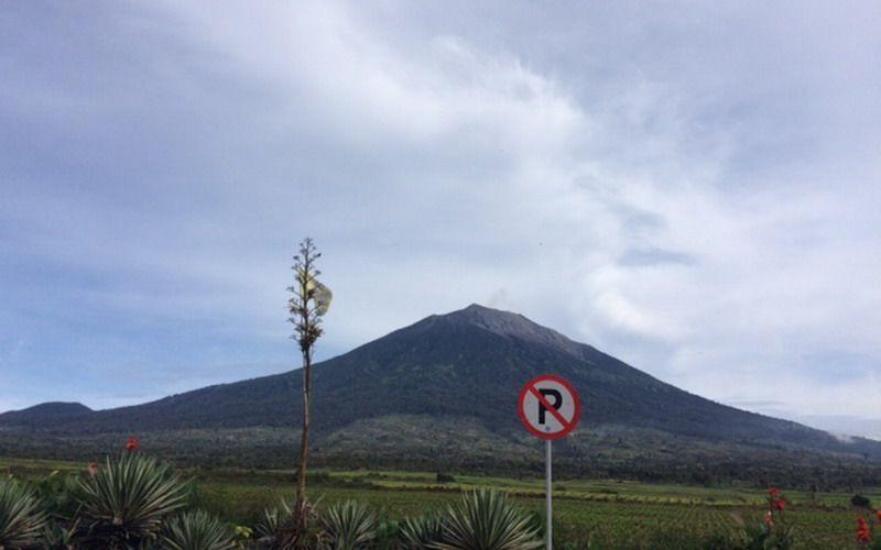 https: img.okezone.com content 2020 10 17 340 2295081 erupsi-gunung-kerinci-picu-gempa-m-5-4-di-mentawai-yXpfCU5Rj9.jpg