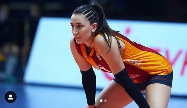 https: img.okezone.com content 2020 10 17 40 2295123 intip-kecantikan-atlet-voli-putri-turki-hande-baladin-H6o15BGeEW.jpg