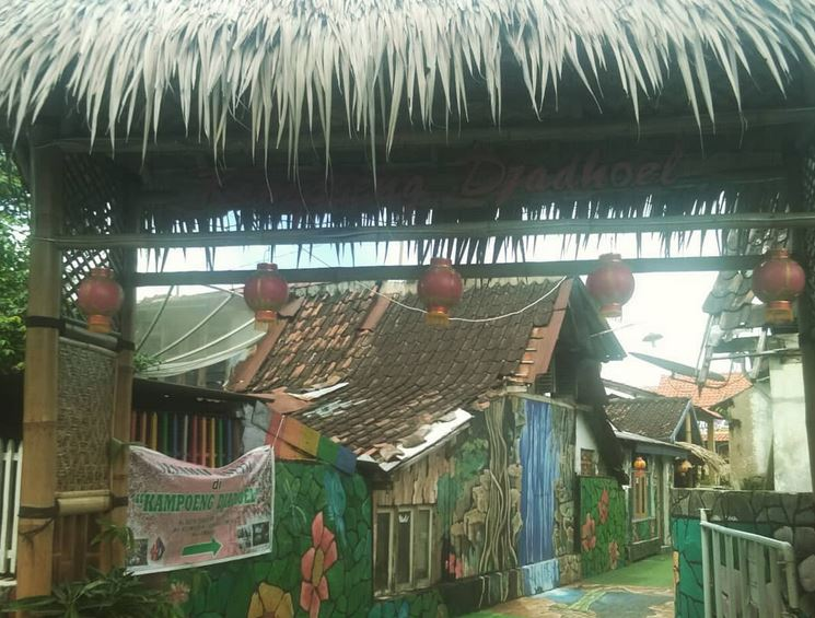 https: img.okezone.com content 2020 10 17 408 2295293 kampoeng-djadhoel-wisata-tematik-instagramable-di-semarang-vb0a6oDUXd.JPG