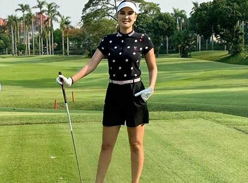 https: img.okezone.com content 2020 10 18 194 2295642 5-gaya-luna-maya-main-golf-netizen-cantik-tidak-ada-duanya-w9gYPT5otS.jpg
