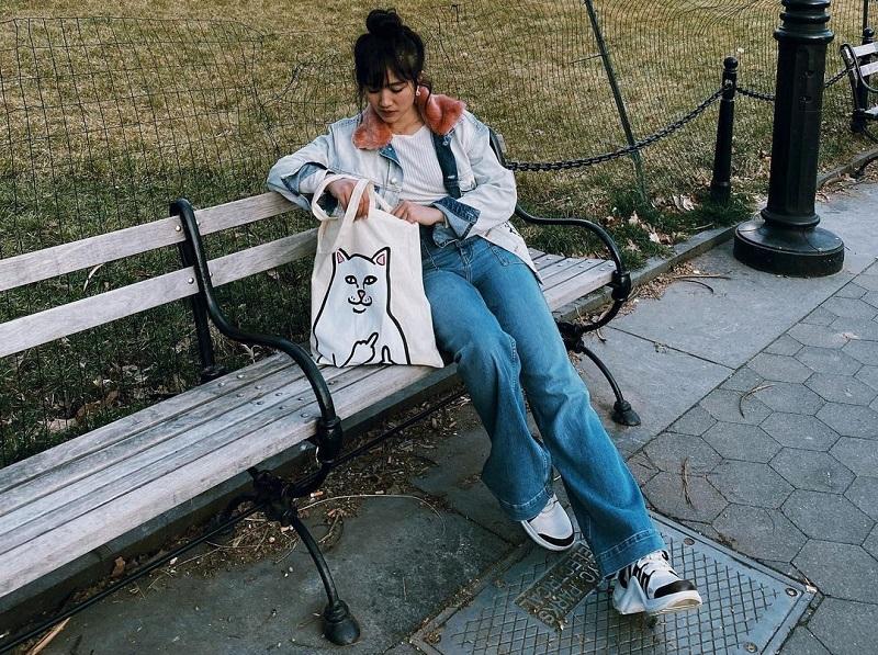 https: img.okezone.com content 2020 10 18 194 2295654 4-padu-padan-jeans-ala-febby-rastanty-kekinian-dan-modis-mYdEj3jeMl.jpg