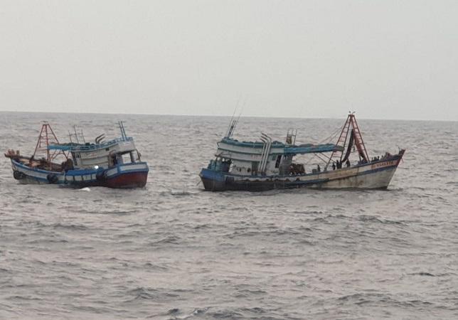 https: img.okezone.com content 2020 10 18 340 2295466 tni-al-kembali-tangkap-2-kapal-ikan-berbendera-vietnam-di-laut-natuna-utara-KZXcwz11cf.jpg