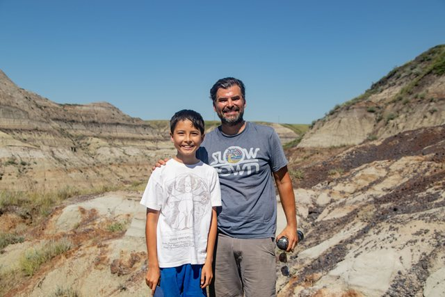 https: img.okezone.com content 2020 10 19 16 2295768 seorang-anak-temukan-fosil-dinosaurus-berusia-69-juta-tahun-BOeXjcxG1J.jpg