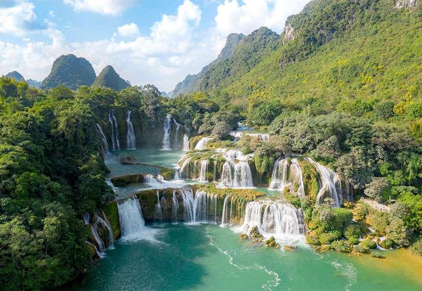 https: img.okezone.com content 2020 10 19 408 2296125 pesona-taman-nasional-ba-be-surga-wisata-alam-dan-rumah-1-268-spesies-OjRRNfpwg7.jpg