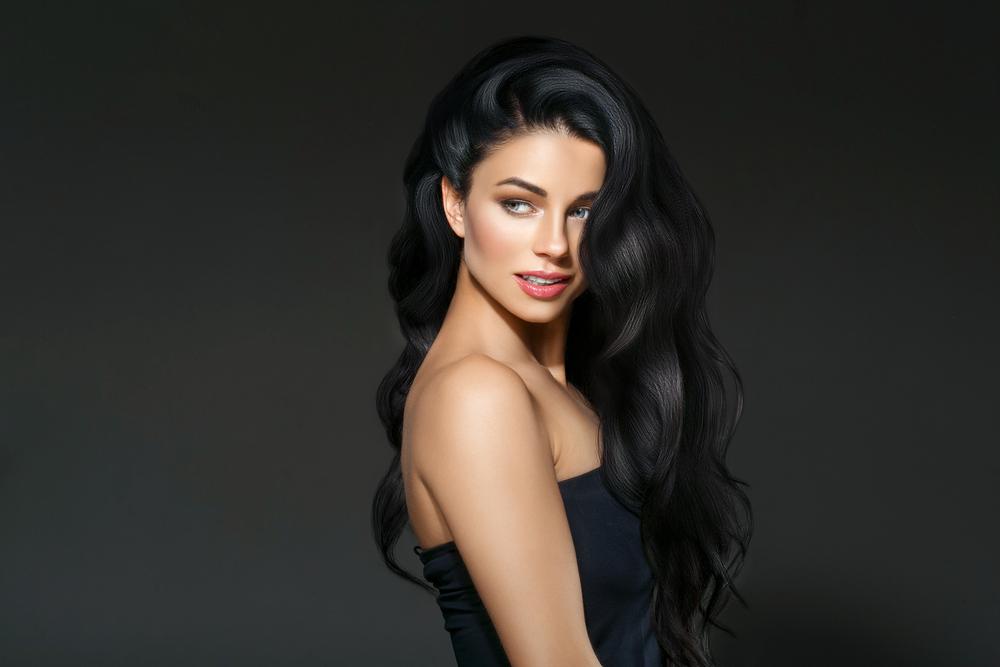 https: img.okezone.com content 2020 10 19 611 2296167 mengenal-manfaat-kayu-manis-untuk-rambut-pakai-secara-teratur-ya-RB7KpQIzDt.jpg