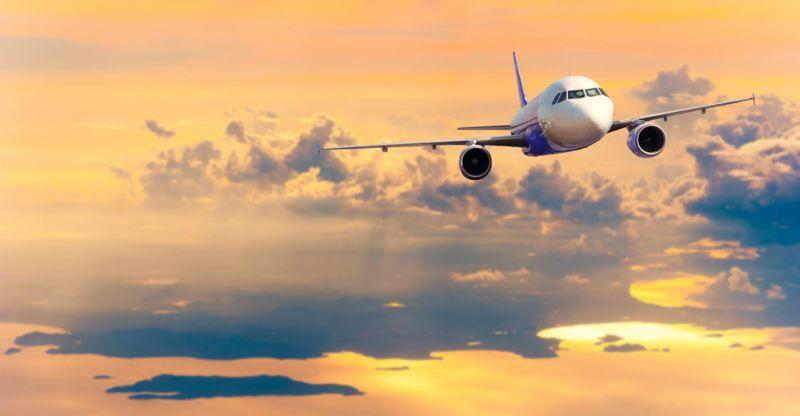 https: img.okezone.com content 2020 10 20 16 2296733 teknologi-ini-cegah-pesawat-terbang-tersambar-petir-h9OrJwpnSG.jpg