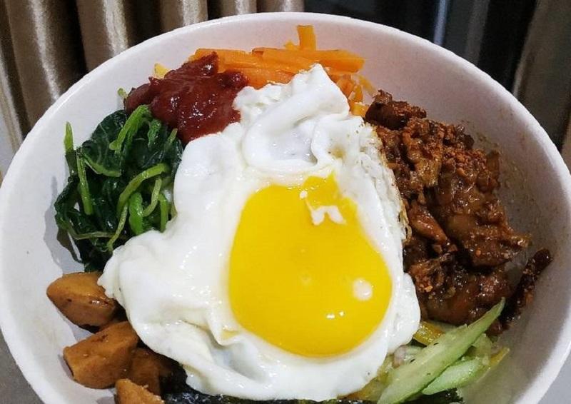 https: img.okezone.com content 2020 10 20 298 2296469 yuk-bikin-bibimbap-masakan-korea-yang-enak-dan-sehat-dYIlU6rGn9.jpg