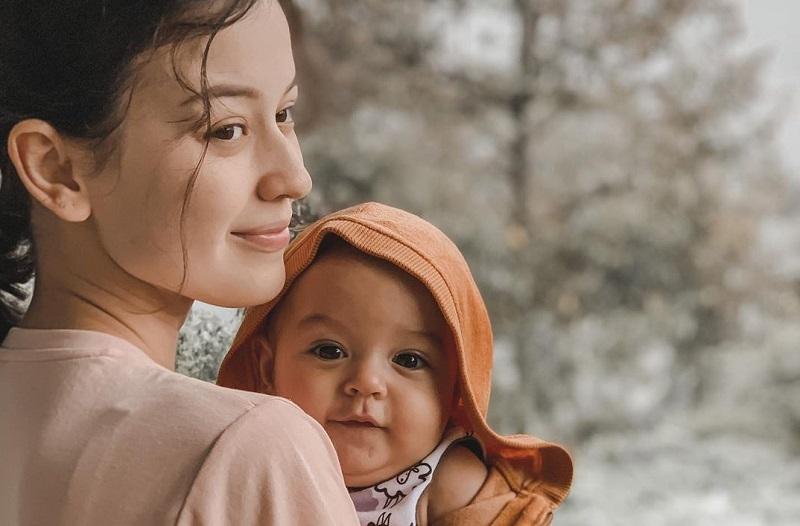 https: img.okezone.com content 2020 10 20 33 2296507 sempat-pendarahan-kimberly-ryder-berhenti-susui-anak-pertama-fIoP5b0Ysb.jpg