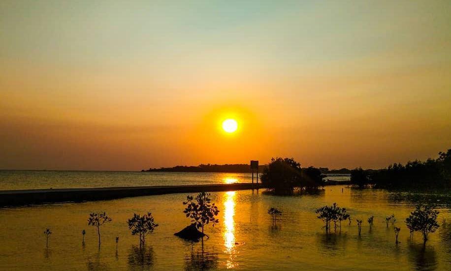https: img.okezone.com content 2020 10 20 408 2296329 pulau-untung-jawa-diserbu-wisatawan-domestik-intip-keseruannya-Ksbf9FbnKJ.JPG