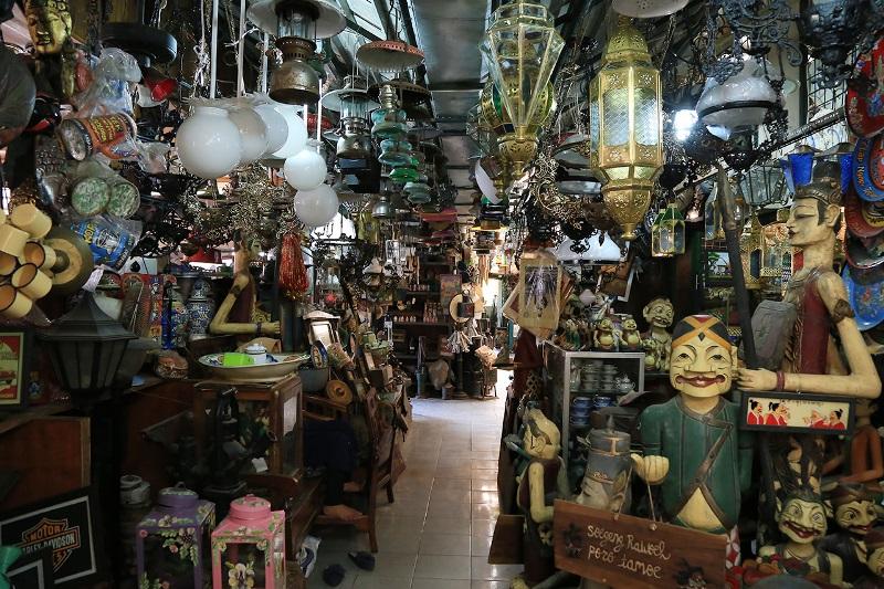 https: img.okezone.com content 2020 10 20 408 2296483 5-pasar-terbaik-untuk-membeli-souvenir-di-jawa-tengah-dan-yogyakarta-mDAzx01fUe.jpg