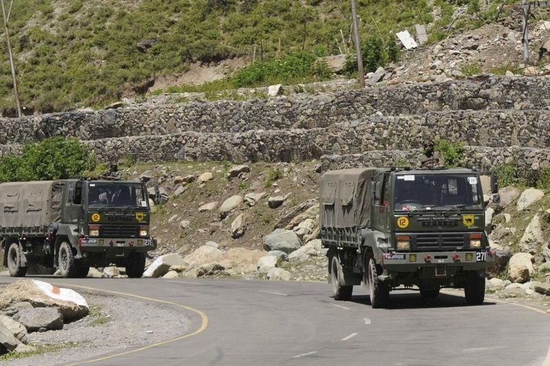 https: img.okezone.com content 2020 10 21 18 2297256 tentara-china-dikembalikan-india-setelah-nyasar-di-perbatasan-t8iBTzAzfB.jpg