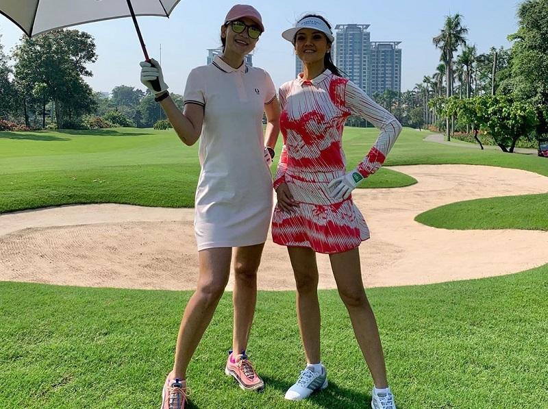 https: img.okezone.com content 2020 10 21 194 2297331 intip-gaya-luna-maya-dan-farah-quinn-main-golf-bareng-GQrO2dEJa7.jpg