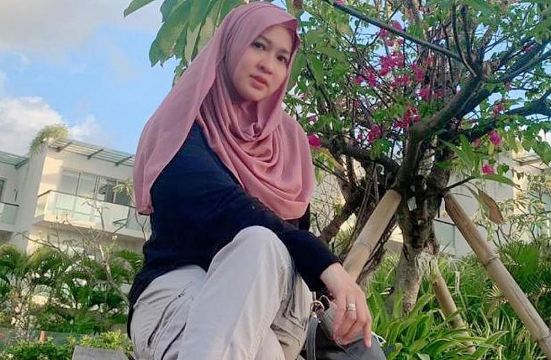 https: img.okezone.com content 2020 10 21 33 2297411 okie-agustina-ungkap-kepribadian-renald-ramadhan-ejrDEVMsBj.jpg