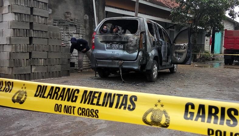 https: img.okezone.com content 2020 10 21 512 2297414 warga-sukoharjo-dikejutkan-mayat-perempuan-dalam-mobil-terbakar-xyNYw6nHGu.jpg