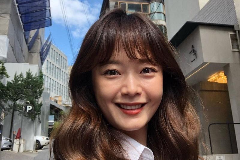 https: img.okezone.com content 2020 10 22 33 2297625 jeon-so-min-dihujat-karena-kontroversi-blackpink-fans-minta-pertolongan-sang-adik-If0TY41mDN.jpg