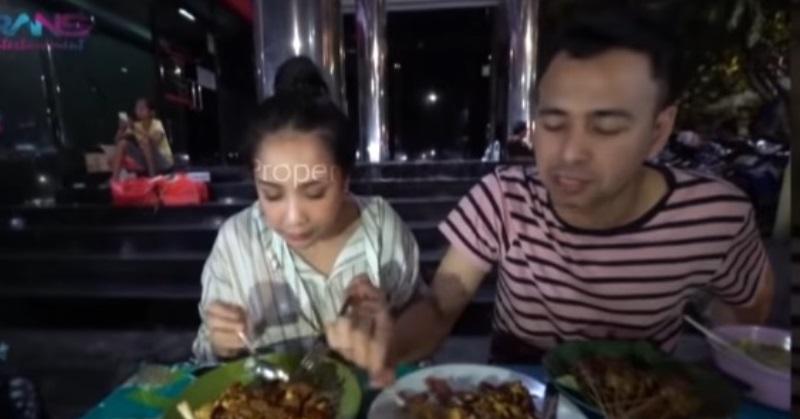 https: img.okezone.com content 2020 10 22 33 2297838 humble-ini-5-momen-artis-tajir-indonesia-tampil-sederhana-L0ghQWC3fT.jpg
