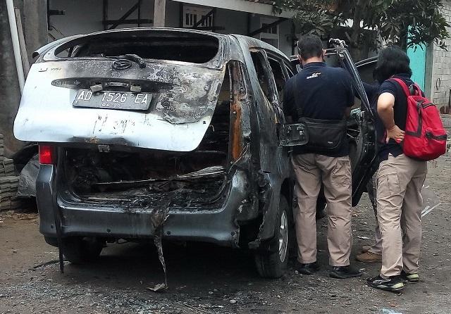 https: img.okezone.com content 2020 10 22 512 2297882 polisi-pastikan-mayat-wanita-dalam-mobil-terbakar-dibunuh-SUolSoMAgf.jpg