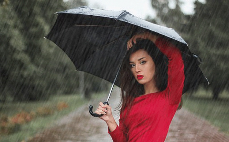 https: img.okezone.com content 2020 10 22 611 2297744 musim-hujan-rawat-kulit-dengan-5-produk-berikut-yuk-irdxHBnAux.jpg