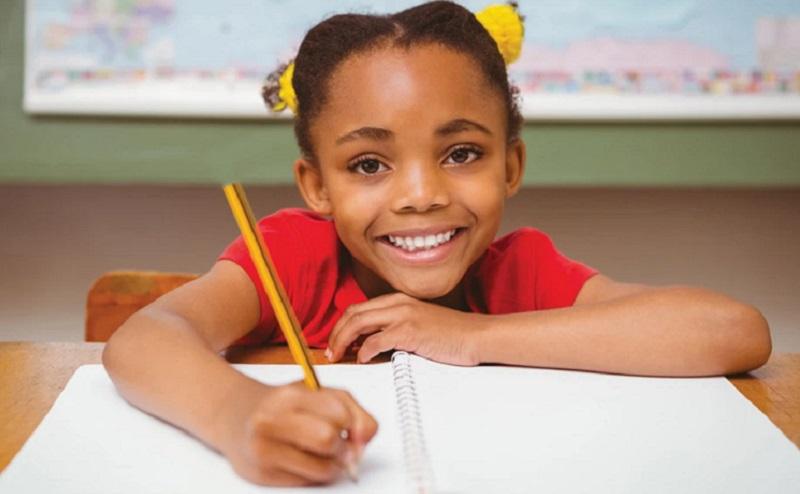 https: img.okezone.com content 2020 10 22 612 2297617 jauhkan-anak-dari-gadget-psikolog-ajak-nulis-di-buku-LNlzjSDfqP.jpg