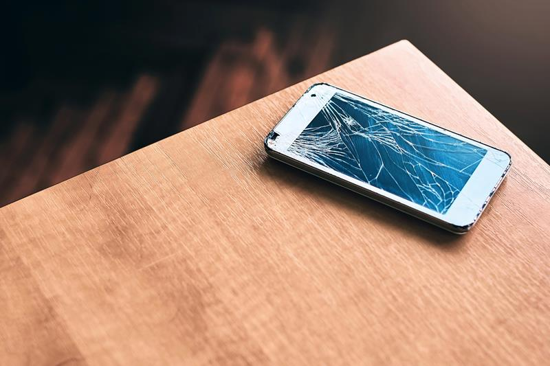 https: img.okezone.com content 2020 10 23 16 2298326 tips-menjaga-agar-layar-smartphone-tak-mudah-retak-86gWARNQur.jpg