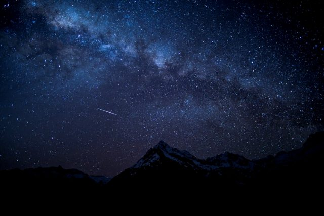 https: img.okezone.com content 2020 10 23 16 2298699 alquran-dan-sains-buktikan-bintang-bintang-mati-setiap-jam-wdCTQmM8m2.jpg