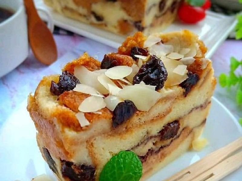 https: img.okezone.com content 2020 10 23 298 2298625 puding-roti-tawar-kukus-rasanya-bikin-nagih-OFHm5WA77G.jpg