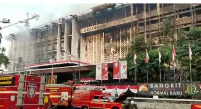 https: img.okezone.com content 2020 10 23 337 2298534 bareskrim-tetapkan-pejabat-kejagung-tersangka-kasus-kebakaran-ini-perannya-6mbASVEhm3.jpg