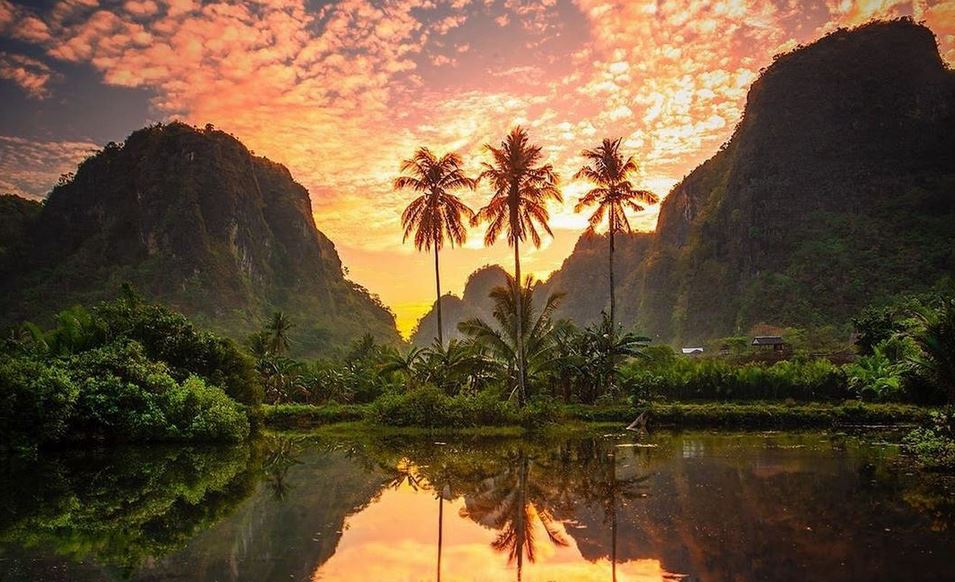 https: img.okezone.com content 2020 10 23 408 2298180 keelokan-rammang-rammang-hutan-batu-karst-terbesar-kedua-di-dunia-BIXHMOM9dE.JPG