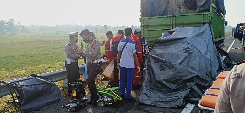 https: img.okezone.com content 2020 10 23 610 2298333 tidur-di-bagasi-mobil-pria-ini-selamat-dari-kecelakaan-maut-8BGdAKpJhk.jpg