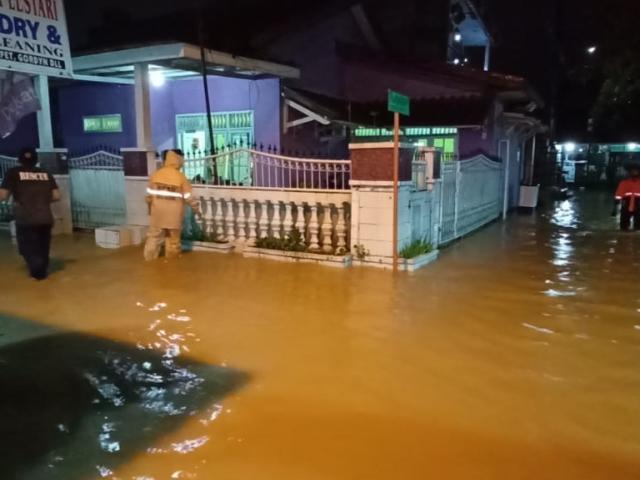 https: img.okezone.com content 2020 10 24 338 2299046 bogor-diguyur-hujan-deras-ratusan-rumah-terendam-banjir-longsor-k0CaiznO9A.jpg