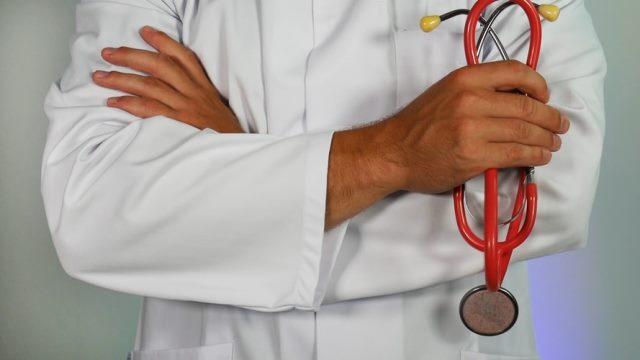 https: img.okezone.com content 2020 10 24 481 2298973 hari-dokter-nasional-semua-diimbau-berjuang-menyudahi-pandemi-9k7PBRwyLS.jpg