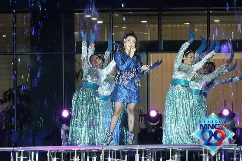 https: img.okezone.com content 2020 10 24 598 2299010 kilau-raya-mnctv-dibuka-dengan-penampilan-dancing-fountain-zyB6IOrqkU.jpg