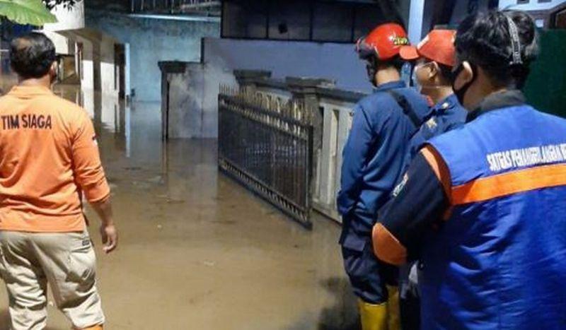 https: img.okezone.com content 2020 10 25 338 2299193 bpbd-dki-catat-86-rt-di-jakarta-terendam-banjir-ini-rinciannya-FrrcHtWeSS.jpg