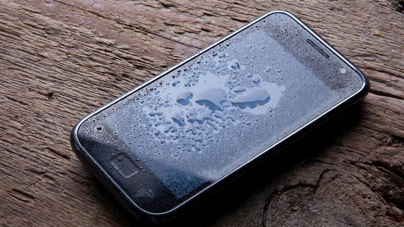 https: img.okezone.com content 2020 10 26 16 2299889 cegah-kerusakan-ini-tips-mengamankan-ponsel-saat-hujan-lg7y8vsM54.jpg