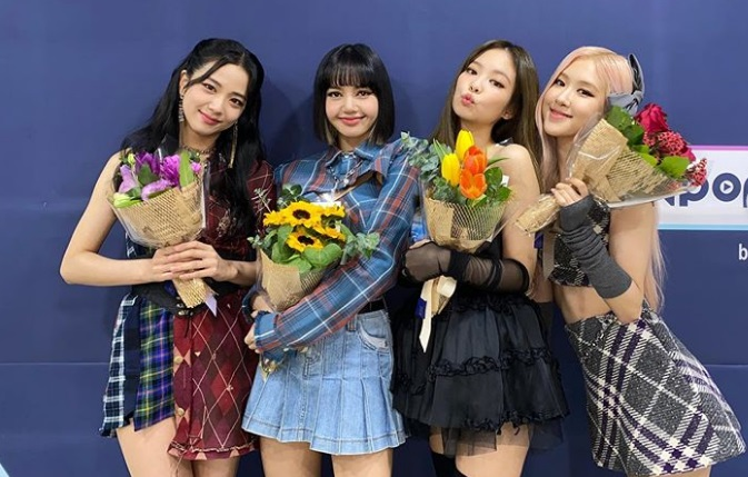 https: img.okezone.com content 2020 10 26 205 2299729 blackpink-jadi-girl-group-pertama-peraih-titel-million-seller-pIXJyrxS8r.jpg