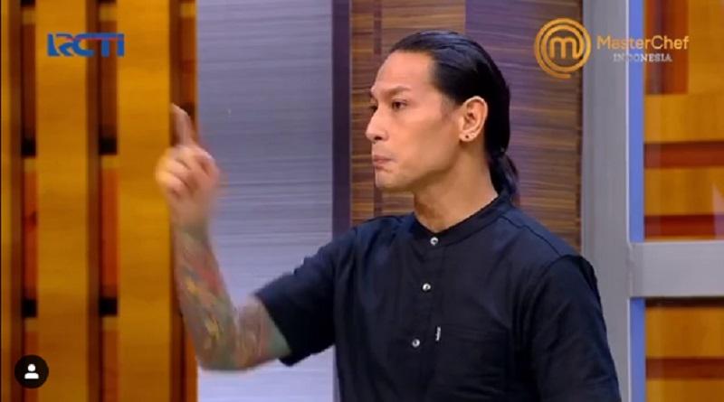 https: img.okezone.com content 2020 10 26 298 2299803 penyebab-chef-juna-marah-besar-kepada-adit-di-babak-pressure-test-masterchef-indonesia-DRpTYP2qKD.jpg