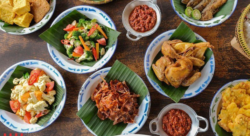 https: img.okezone.com content 2020 10 26 301 2299707 3-tempat-makan-asyik-dekat-the-lodge-maribaya-yang-recommended-d0M3DJ6zGG.JPG