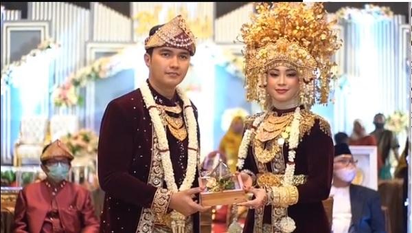https: img.okezone.com content 2020 10 26 33 2299418 resmi-menikah-aldi-taher-sindir-ariel-noah-luna-maya-hingga-atta-halilintar-JSJLwRLCnO.jpg