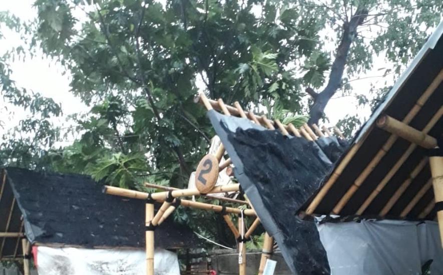 https: img.okezone.com content 2020 10 26 338 2299953 berikut-lokasi-pohon-tumbang-dan-banjir-pasca-hujan-deras-di-bekasi-0br9RGPZn0.jpg